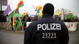 Polizei - 23221 - Demo - Demonstranten - Personen - Kurden - Kurdische-Demo