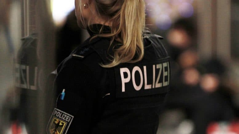 Bundespolizei - Polizistin - Polizei - Person - Uniform