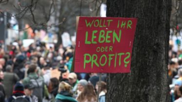 Friday for Future - Demonstration - Protest - Wollt ihr Leben oder Profit - Schild