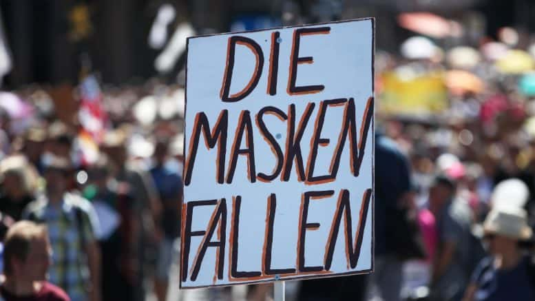 Die Masken fallen - Schild - Demonstration - Corona-Skeptikern - August 2020 - Berlin