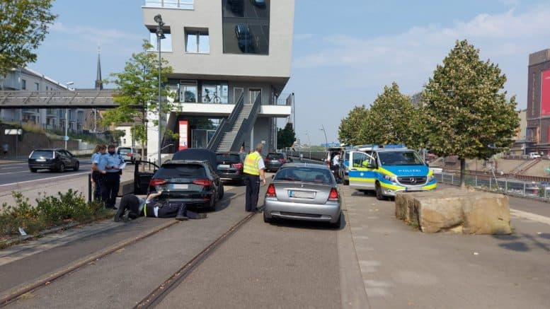 Polizei Neuss - Roadpol Safety Days - Straße - Autos - Kontrolle - Batteriestraße - Neuss